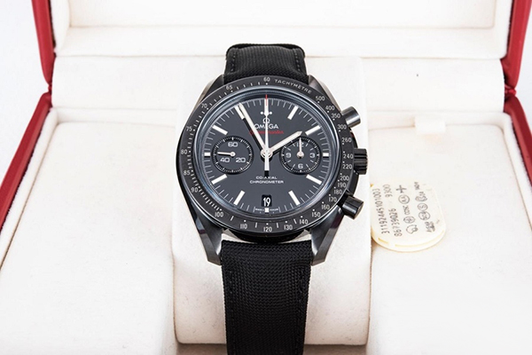 欧米茄月球表系列全黑腕表